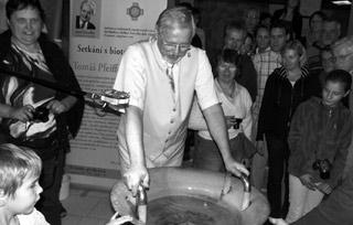 Žák zakladatele biotroniky Josefa Zezulky představil v Sedlčanech vodnářský zvon