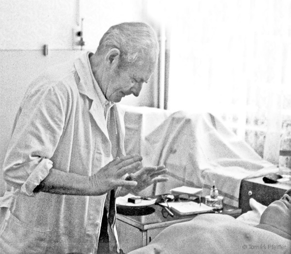 Josef Zezulka during his work – biotronic spiritual healing
